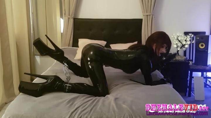 Latexdoll Alessa-Manyvids-Chains and latex part 1