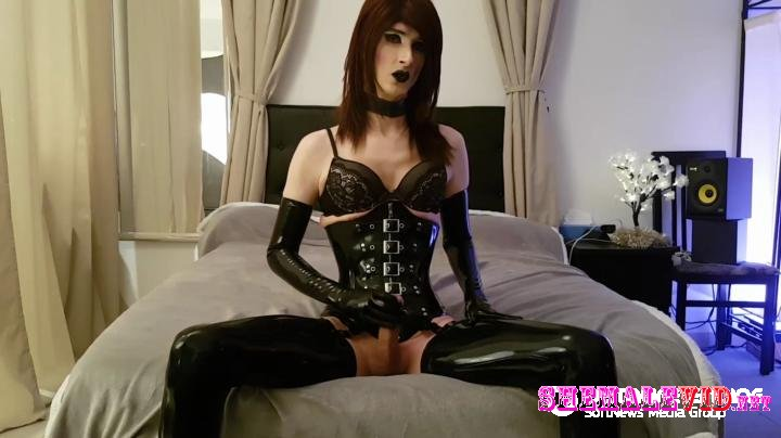 Latexdoll Alessa-Manyvids-Pleasure in latex and corset