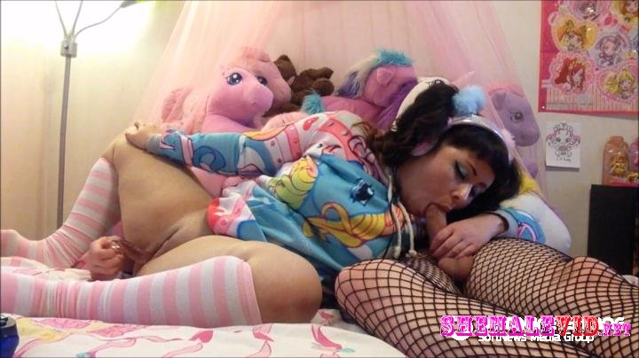 FluxieandChibi-Manyvids-Gamer pussy