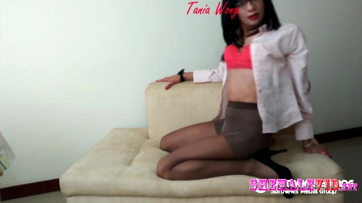 Tania Wong-Manyvids-Business woman with her pussy toy