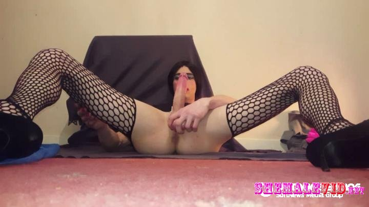 Youngsissyboi-Manyvids-Stroking her clitty