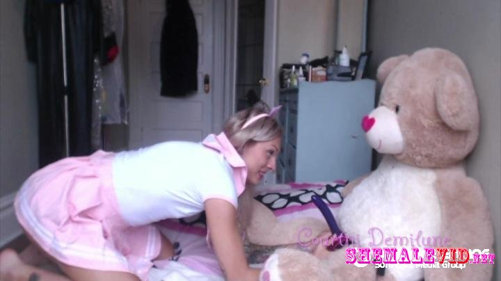 Courtni Demilune-Manyvids-ABDL girl and her teddy play