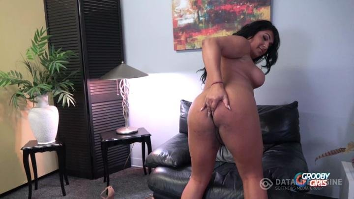 GroobyGirls-Manyvids-IyaLee Strokes And Cums