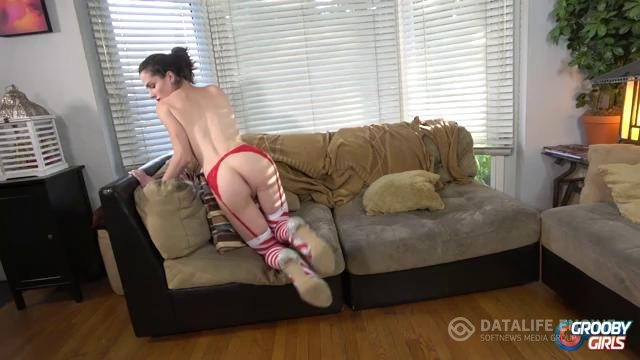 GroobyGirls-Manyvids-Xmas Special Carrie Emberlyn