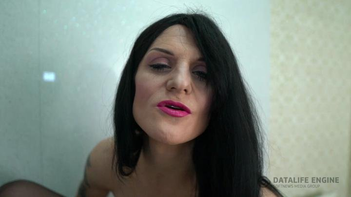 KayGeeGee-Manyvids-Pissing with swagger in HD